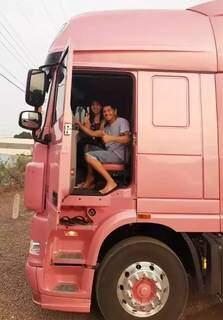 """""""É bom demais ter ela junto"""", admitiu o apaixonado caminhoneiro Juliano (Foto: Arquivo Pessoal)"""