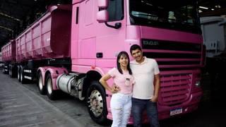 Por amor, casal Márcia e Juliano rodam o Brasil com o caminhão rosa (Foto: Arquivo Pessoal)