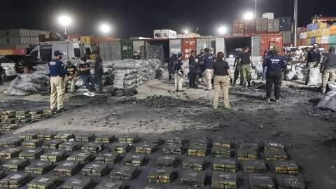 Paraguai inicia 3º dia de contagem em containers com carga de cocaína