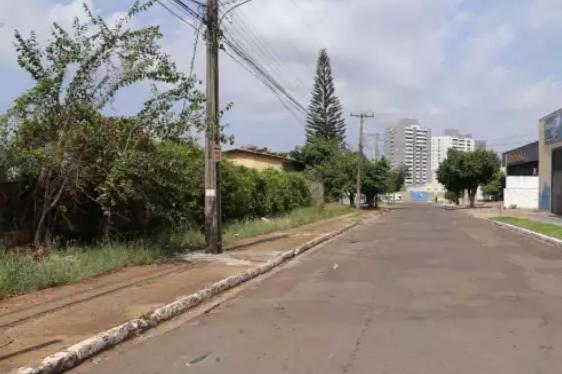 Rua onde travesti foi baleada a tiros por desconhecido em carro preto (Foto: Kisie Aionã)