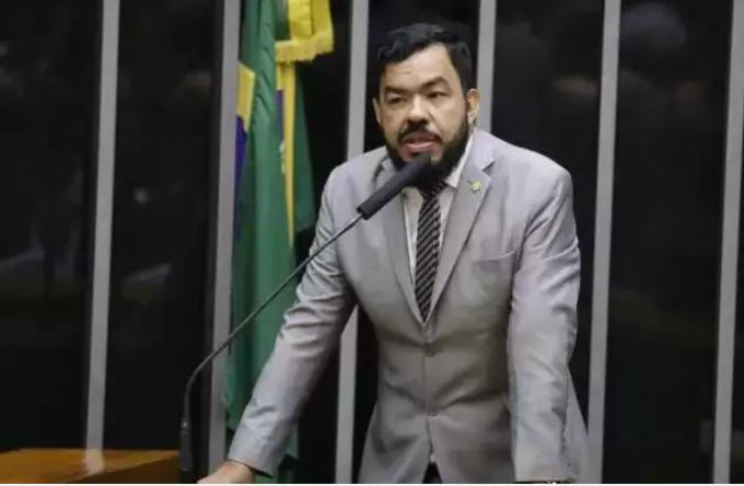 Deputado federal, Loester Carlos teve pedido indeferido para ser candidato a prefeito. (Foto: Agência Câmara)