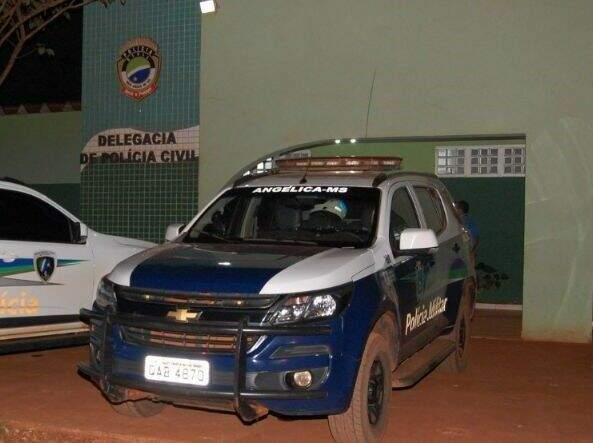 Em visível estado de embriaguez, o rapaz foi preso e levado para a Delegacia de Polícia Civil de Angélica. (Foto: Portal Angélica)