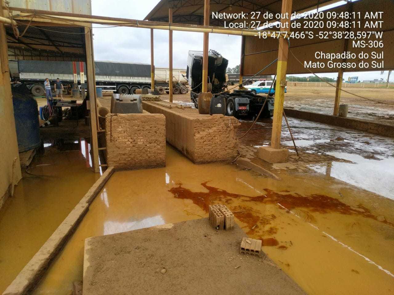 Resíduos da limpeza não estavam recebendo tratamento, gerando poluição do solo. (Foto: Divulgação/PMA)