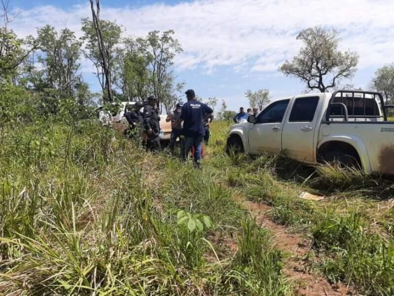 Policiais paraguaios no local onde corpos foram encontrados (Foto: Última Hora)
