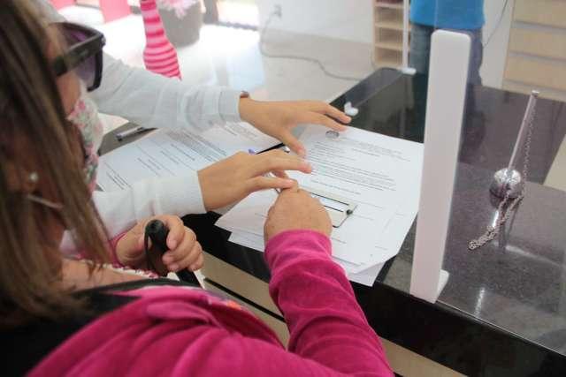 Dificuldade da mulher cega em fazer exame começa já no atendimento