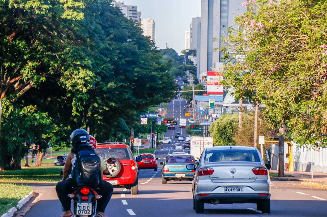 Movimentação de veículos na Avenida Afonso Pena, na Capital (Foto: Henrique Kawaminami/Arquivo)