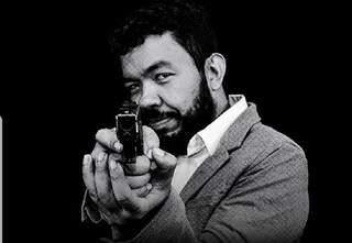 """Uma das imagens de """"Trutis"""" com a Glock, 9mm. (Foto: Redes Sociais)"""