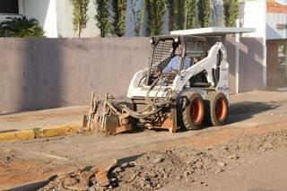 Equipe em obra de recapeamento na Capital. (Foto: Kisiê Ainoã | Arquivo)