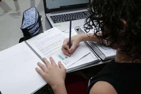 Alunos de 6º a 9º anos devem ser primeiros a voltar às aulas presenciais em 2021