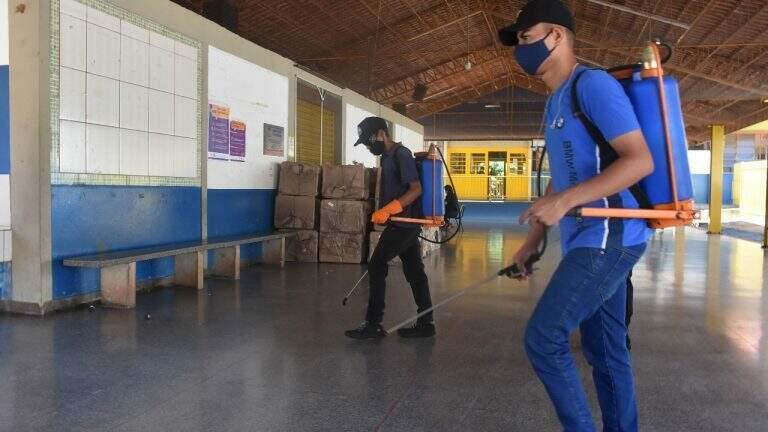 Escolas foram higinizadas para servidorem de zonas eleitorais no último domingo (Foto: Divulgação/PMCG)