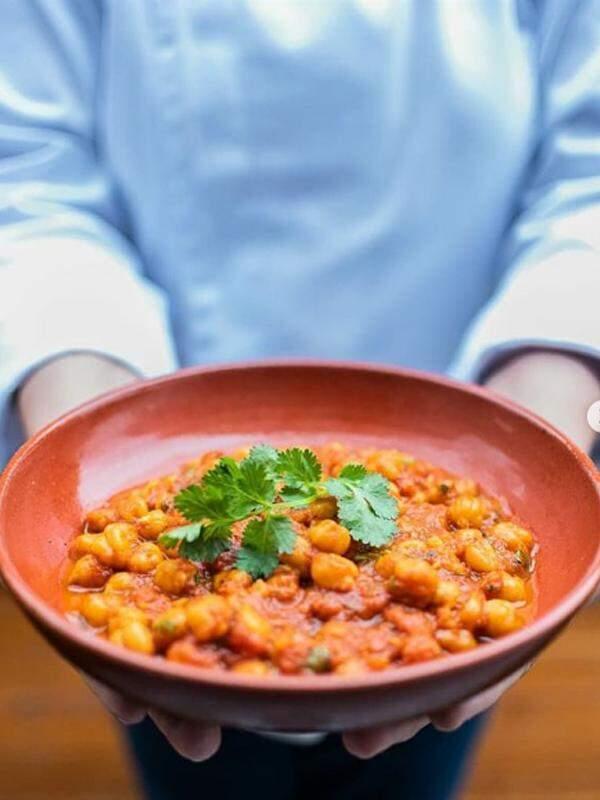 Com especiarias saborosas, cardápio também conta com pratos veganos e vegetarianos (Foto: Universo Priya)