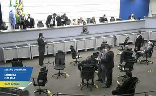 Vereadores durante votação de projetos na sessão desta quinta-feira (Foto: Reprodução - Facebook)