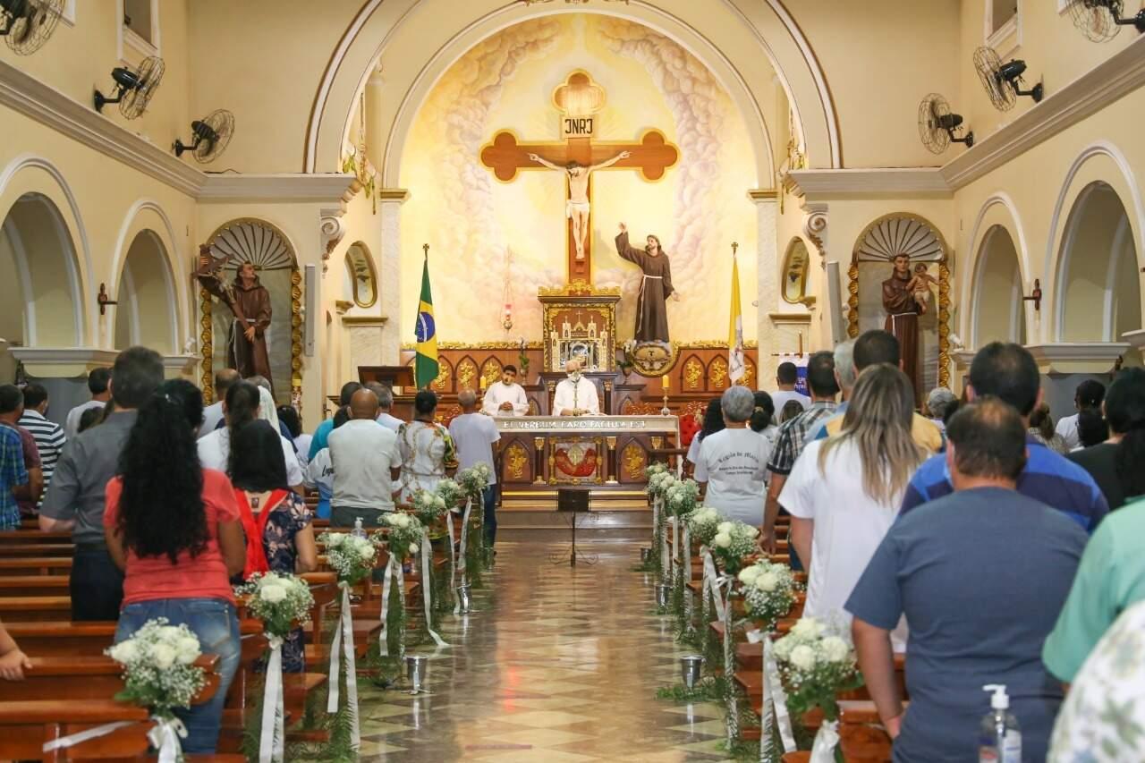 Missa de sétimo dia do chargista Marcos Antônio Rosa Borges. (Foto: Camila Farias)