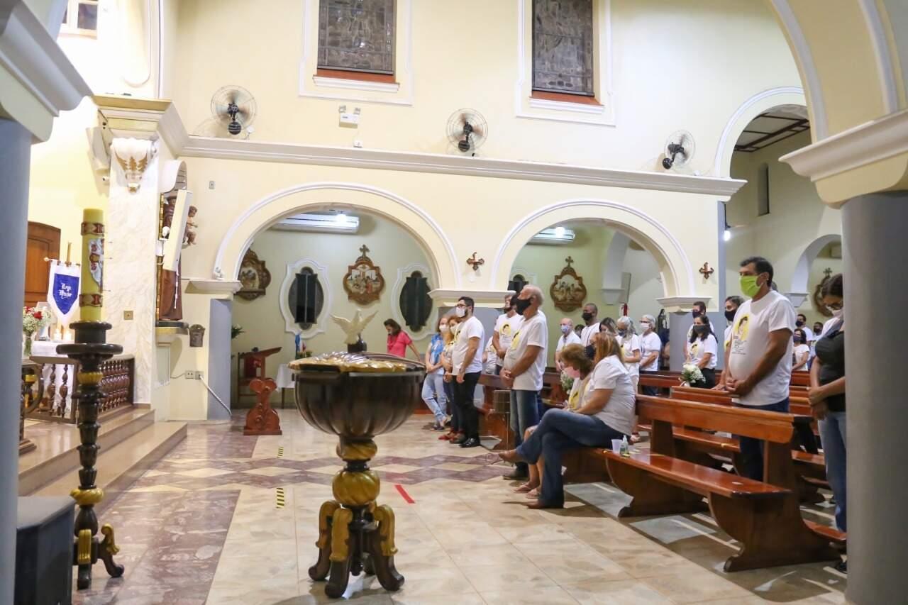 Cerca de 60 pessoas compareceram a cerimônia . (Foto: Paulo Francis)