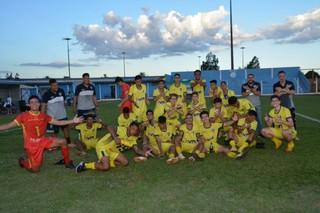 Meninos do Santo Antônio comemorando classificação sobre o Cruzeiro (Foto: Divulgação)