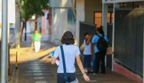 Pesquisa mostra diferença de 467,61% e escola cobrando R$ 3 mil de mensalidade