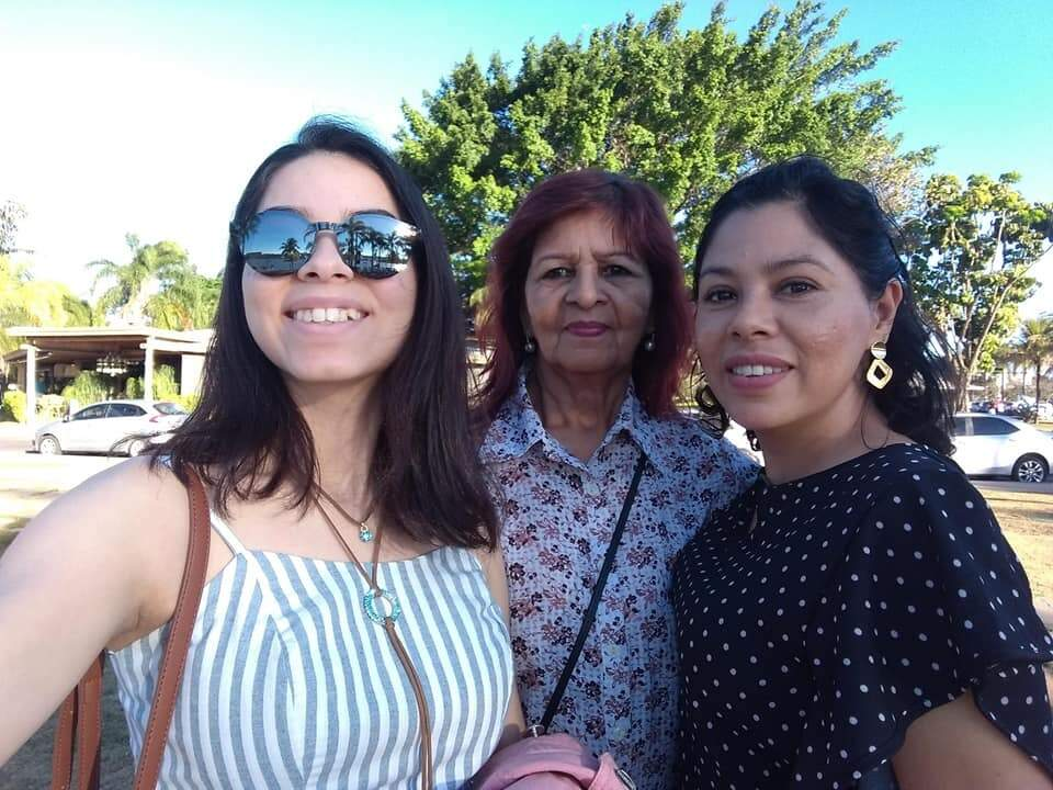 Com a neta, Anna e minha irmã, Luzimar. (Foto: Arquivo Pessoal)