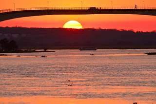 Por do Sol nas margens do rio Paraná (Foto: José Sabino)