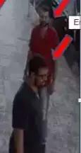 Emannuel Contis, de camisa escura, e o delegado Fernando, de camisa vermelha, em imagem de estabelecimento comercial pertencente a testemunha do crime.