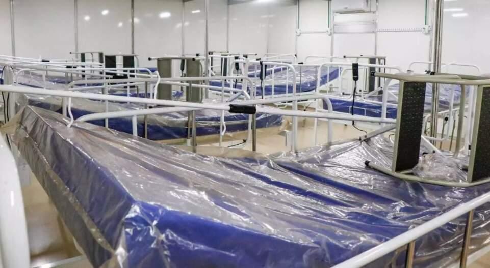 Leitos no Hospital de Campanha para pacientes com covid (Foto: Henrique Kawminami)