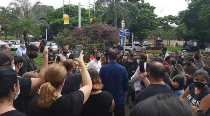 Representantes do setor de festas e eventos em frente à prefeitura (Foto/Arquivo)