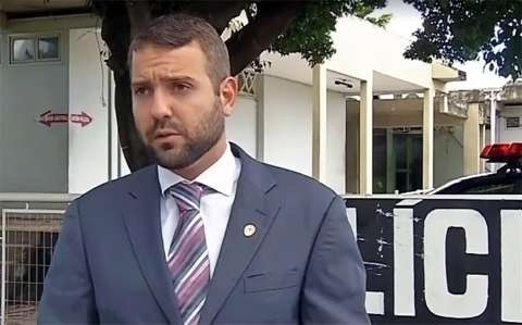 """Delegado tenta """"furar fila"""" para deixar prisão, mas Justiça diz não"""
