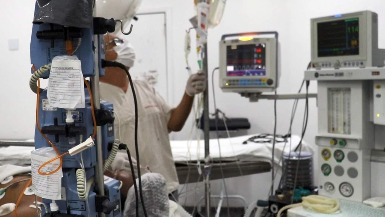 Profissional acompanha estado de saúde de paciente na Santa Casa (Foto: Divulgação)