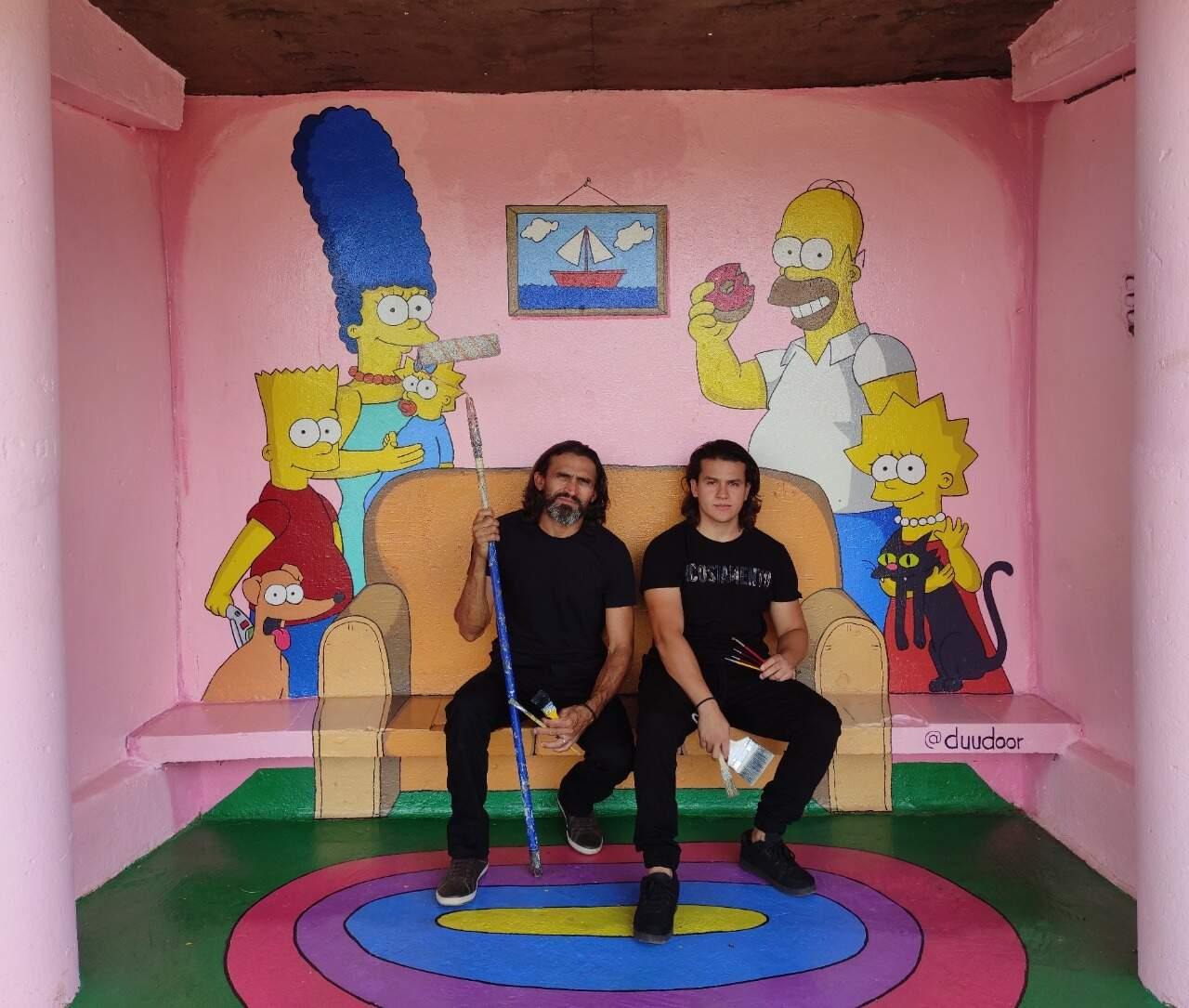 Local com pintura de Os Simpsons e sofá é o novo ponto para fotos.