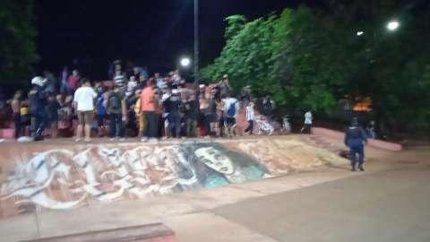 """Guarda encerra """"rolêzinho"""" na Orla Morena e manda 200 jovens para casa"""