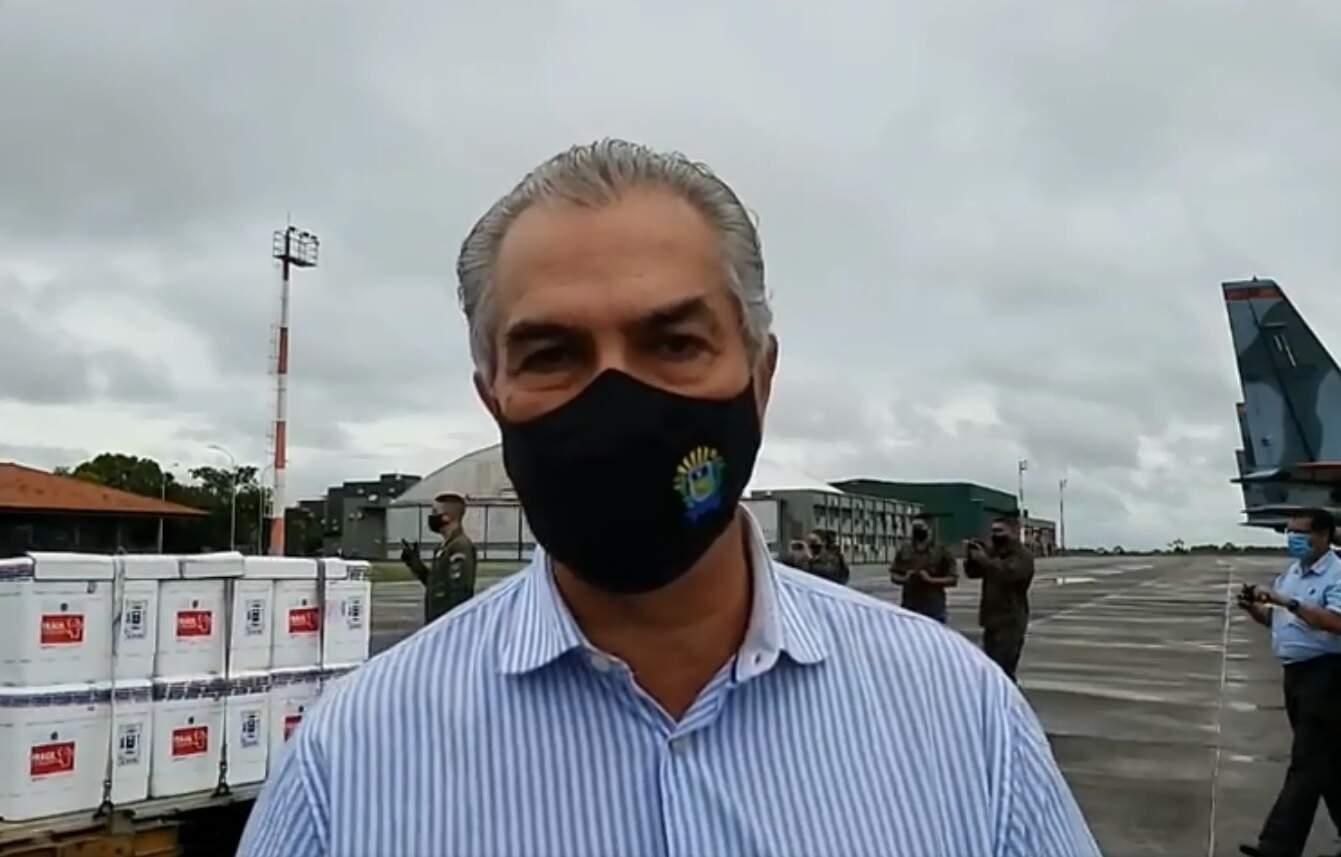 Reinaldo na chegada das vacinas em Campo Grande (Foto: Reprodução/Facebook/Ascom)