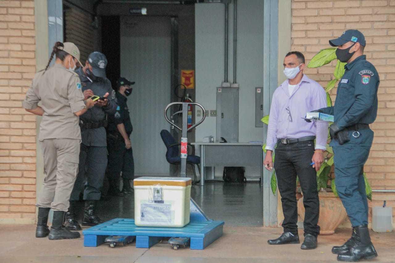 Simulação de entrega de doses foi realizada no fim da manhã (Foto: Marcos Maluf)