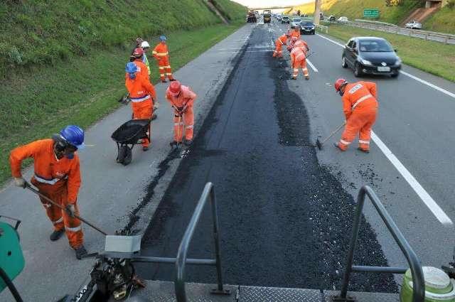 Buracos, obras na pista e quebra-molas sem sinalização