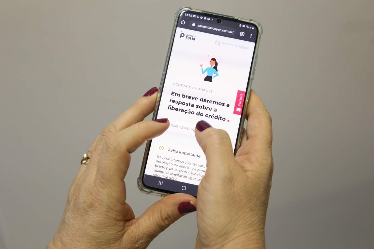 Empréstimo consignado pode ser feito até pelo celular. (Foto: Paulo Francis)