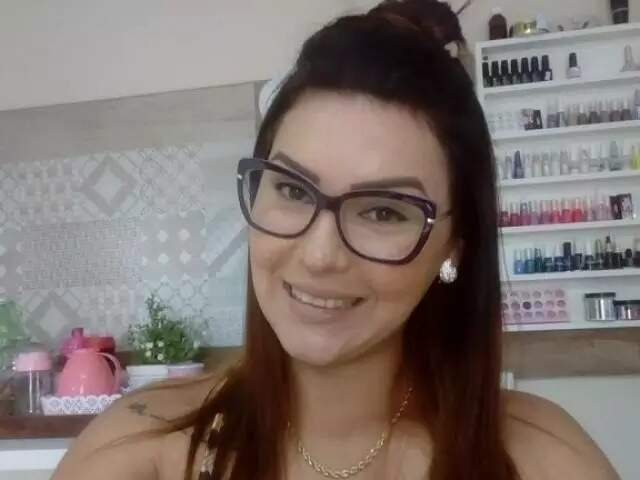 Em foto de rede social, Pâmela aparece sorrindo. (Foto: reprodução da internet)