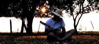 Professor de literatura, ele expressou pela música os sentimentos ruins que vem guardando no peito (Foto: Arquivo Pessoal)