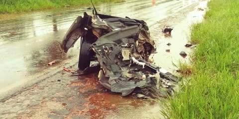 Acidente entre carro e caminhão mata uma pessoa na MS-134