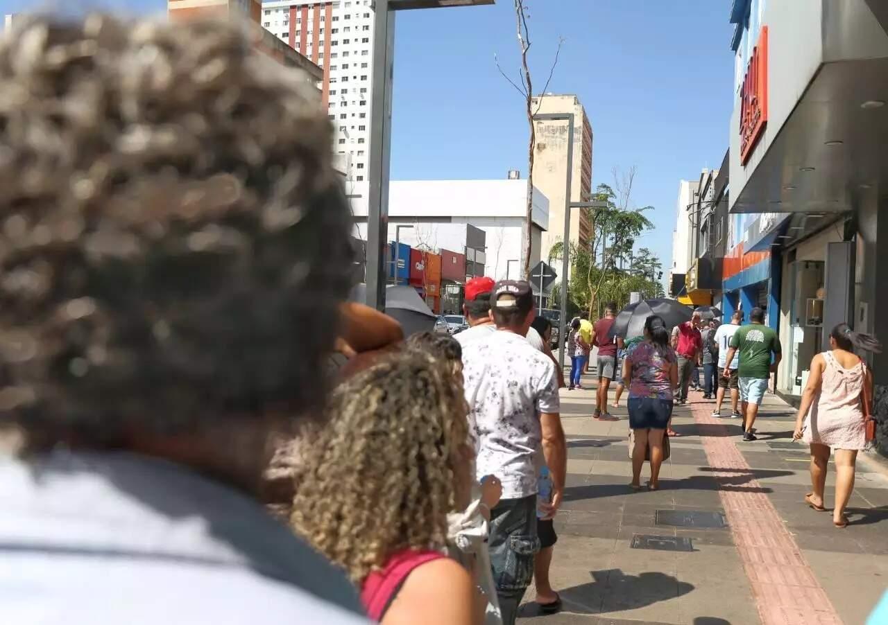 Moradores de Campo Grande nas ruas da cidade (Foto: Paulo Francis/Arquivo)