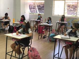 Crianças assistem aula com distanciamento em colégio da Capital (Foto: Divulgação)