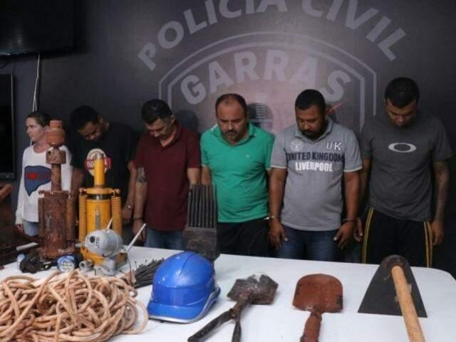 Parte dos integrantes da quadrilha que tentou furtar agência do Banco do Brasil (Foto/Arquivo: Henrique Kawaminami)