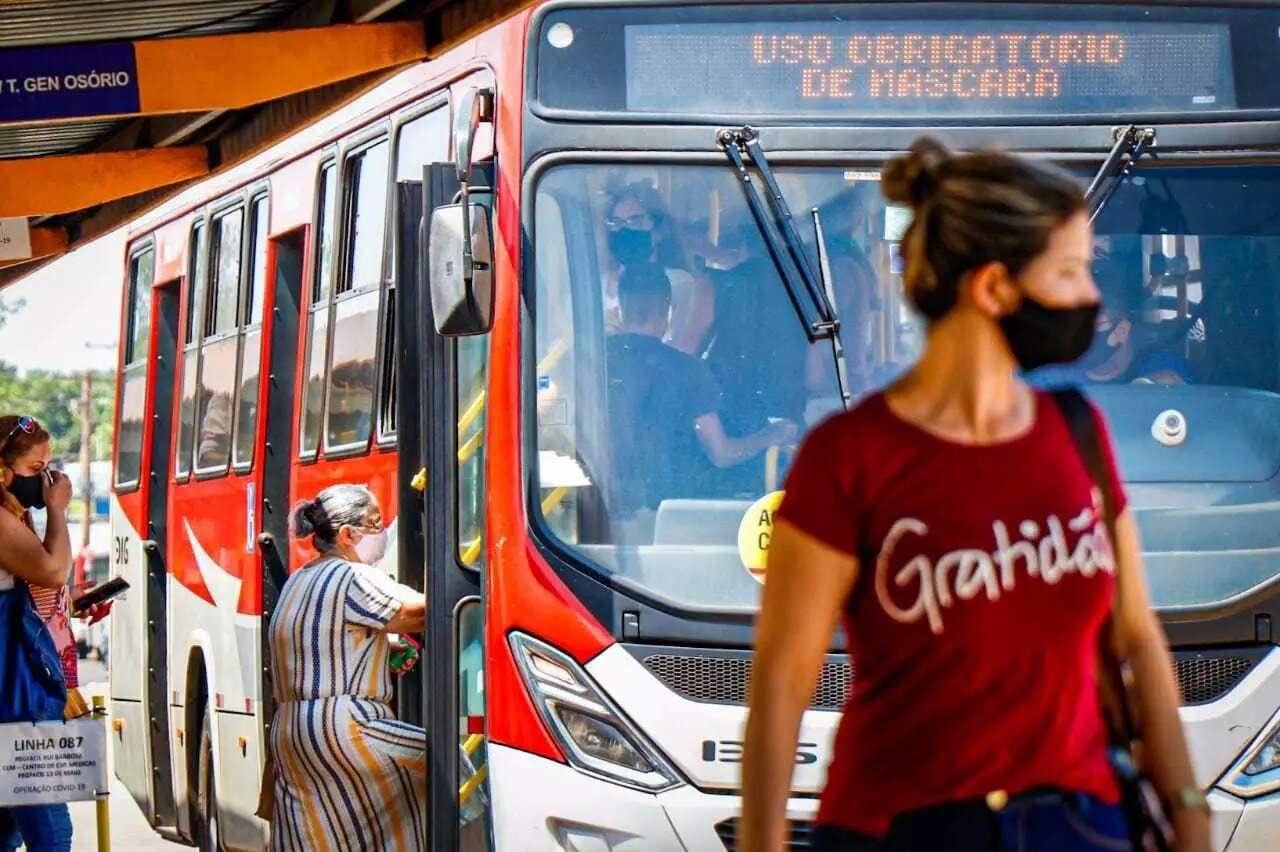 Ônibus funcionam normalmente na Capital, exceto linha que faz Parque dos Poderes. (Foto: Arquivo/Henrique Kawaminami)
