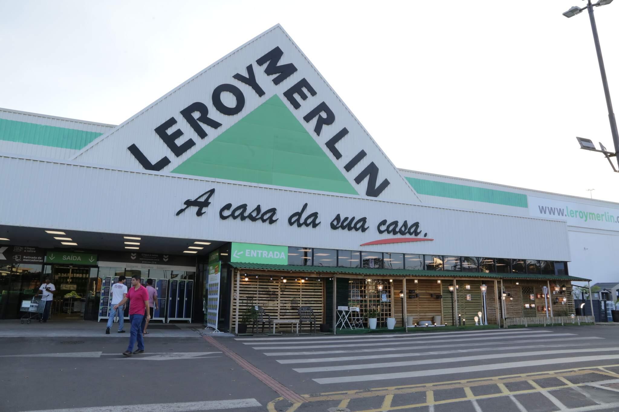 A Leroy Merlin fica na saída para Cuiabá, ao lado do Shopping Bosque dos Ipês. (Foto: Kisie Ainoã)