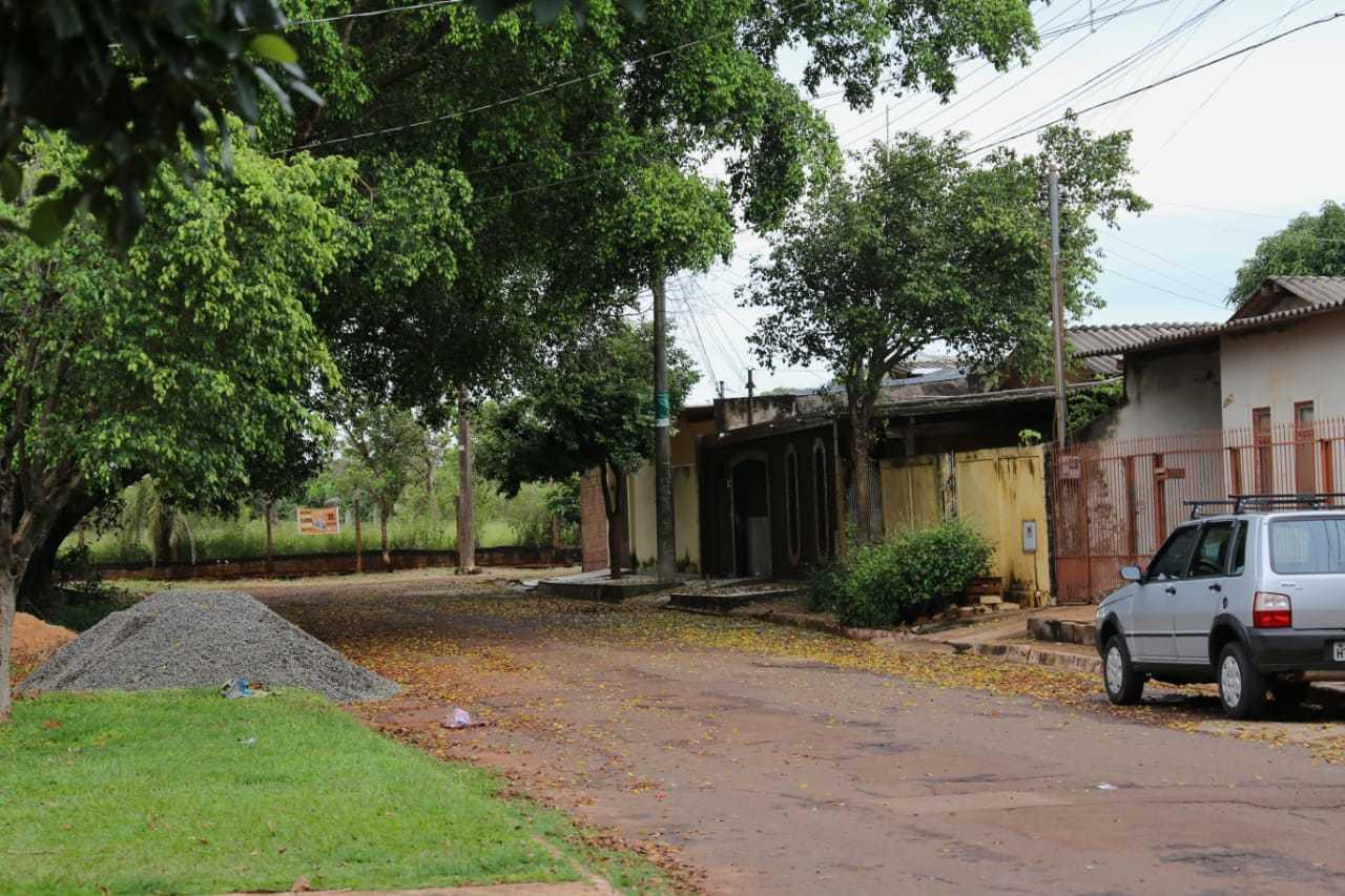 Idosa morava em rua do conjunto José Abrão (Foto: Paulo Francis)