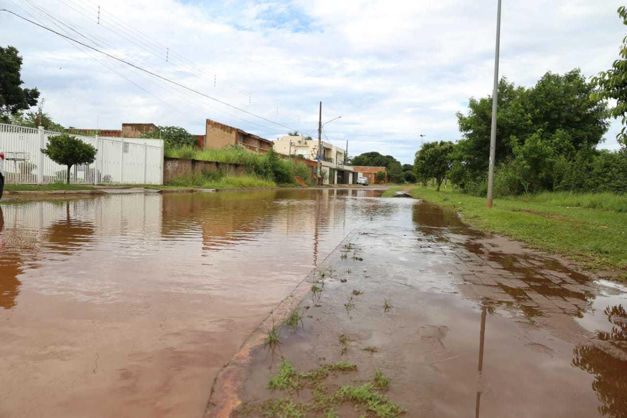 Rua do Nilo, em frente a Lagoa Itaiaia, na região leste de Campo Grande (Foto: Paulo Francis)