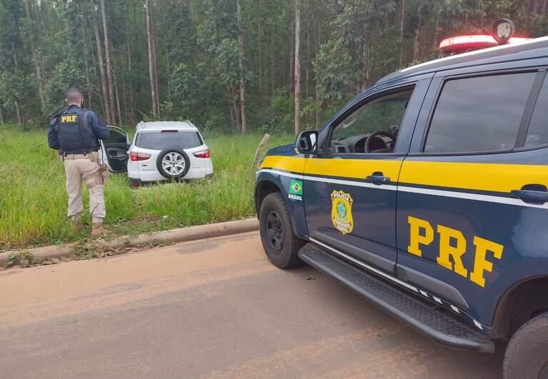 Local onde o veículo com a droga foi apreendido pelos policiais. (Foto: PRF)