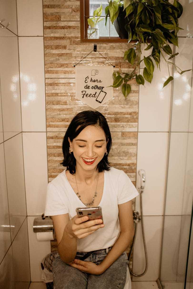 Até no banheiros as flâmulas fazem a diferença. (Foto: Stephanie Gomes)