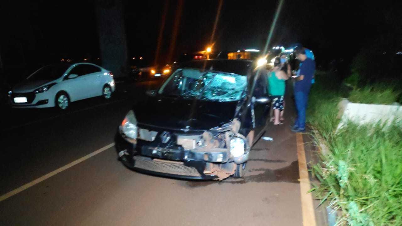 Renault Sandero que atropelou jovem de 19 anos (Foto: Adilson Domingos)