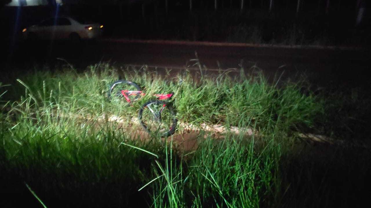 Bicicleta de Paulo ficou destruída após colisão (Foto: Adilson Domingos)