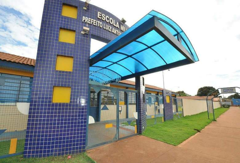 A vaga é para atuar em escolas municipais, como a escola Luiz Antonio Álvares Gonçalves. (Foto: A. Frota)