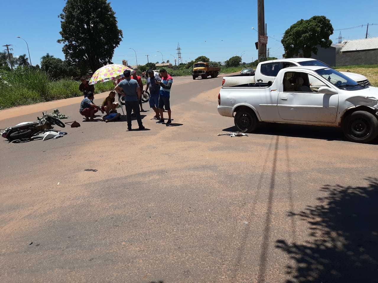 Acidente no encontro das ruas deixou motociclista com ferimentos pelo corpo (Foto: Direto das Ruas)