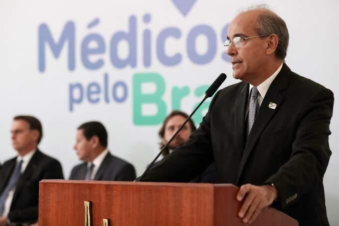 Mauro Luiz Ribeiro é o atual presidente do CFM e foi servidor da prefeitura (Marcos Corrêa/PR/Flickr)
